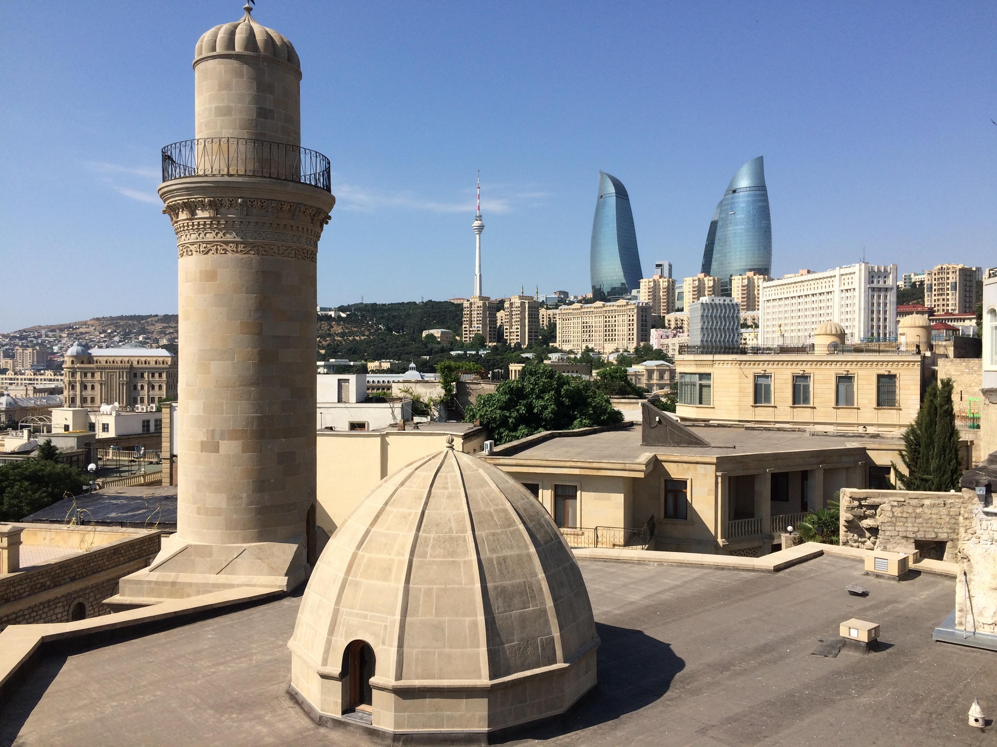 Палаючі вежі Баку