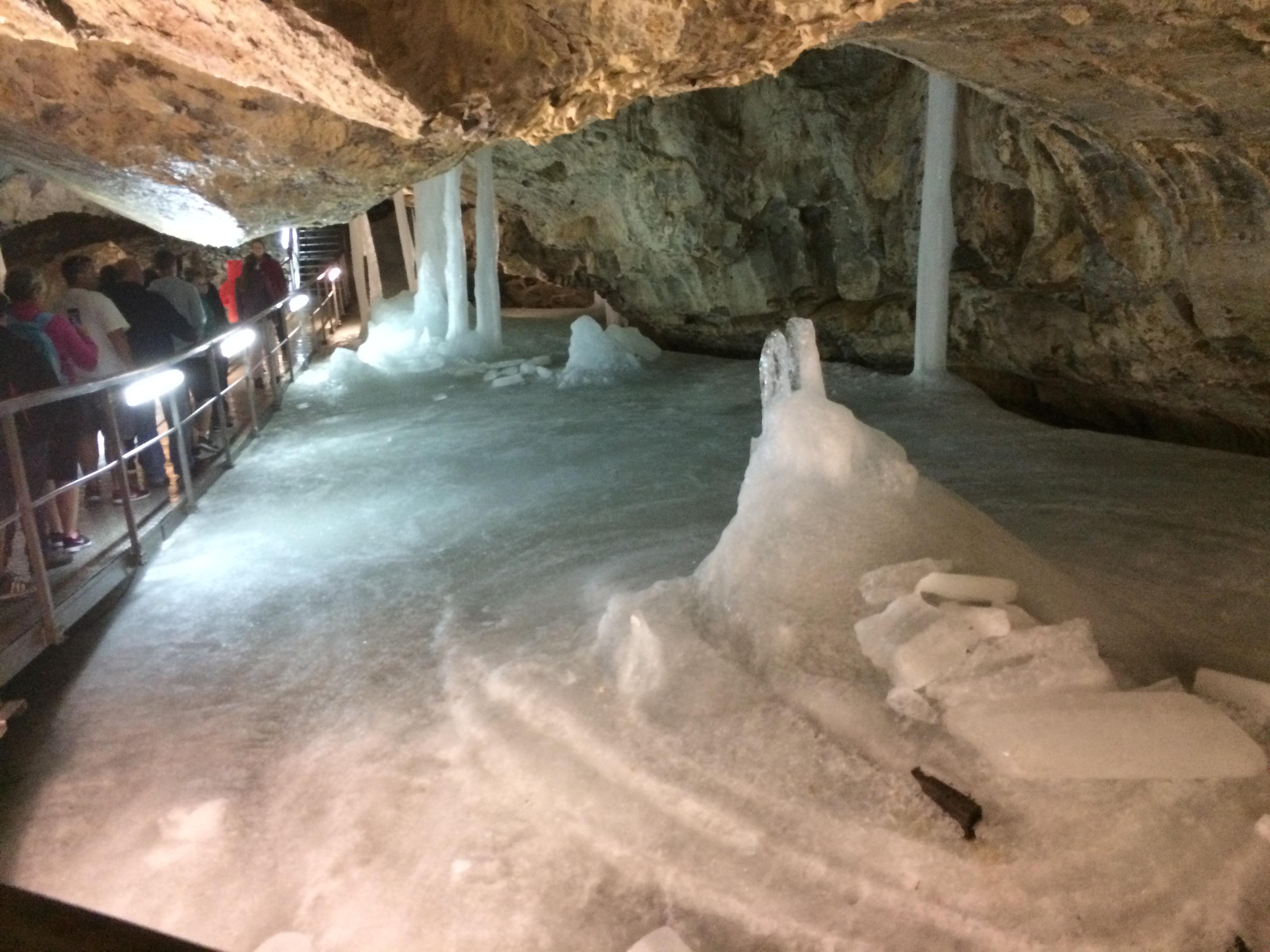 Деменівська льодяна печера