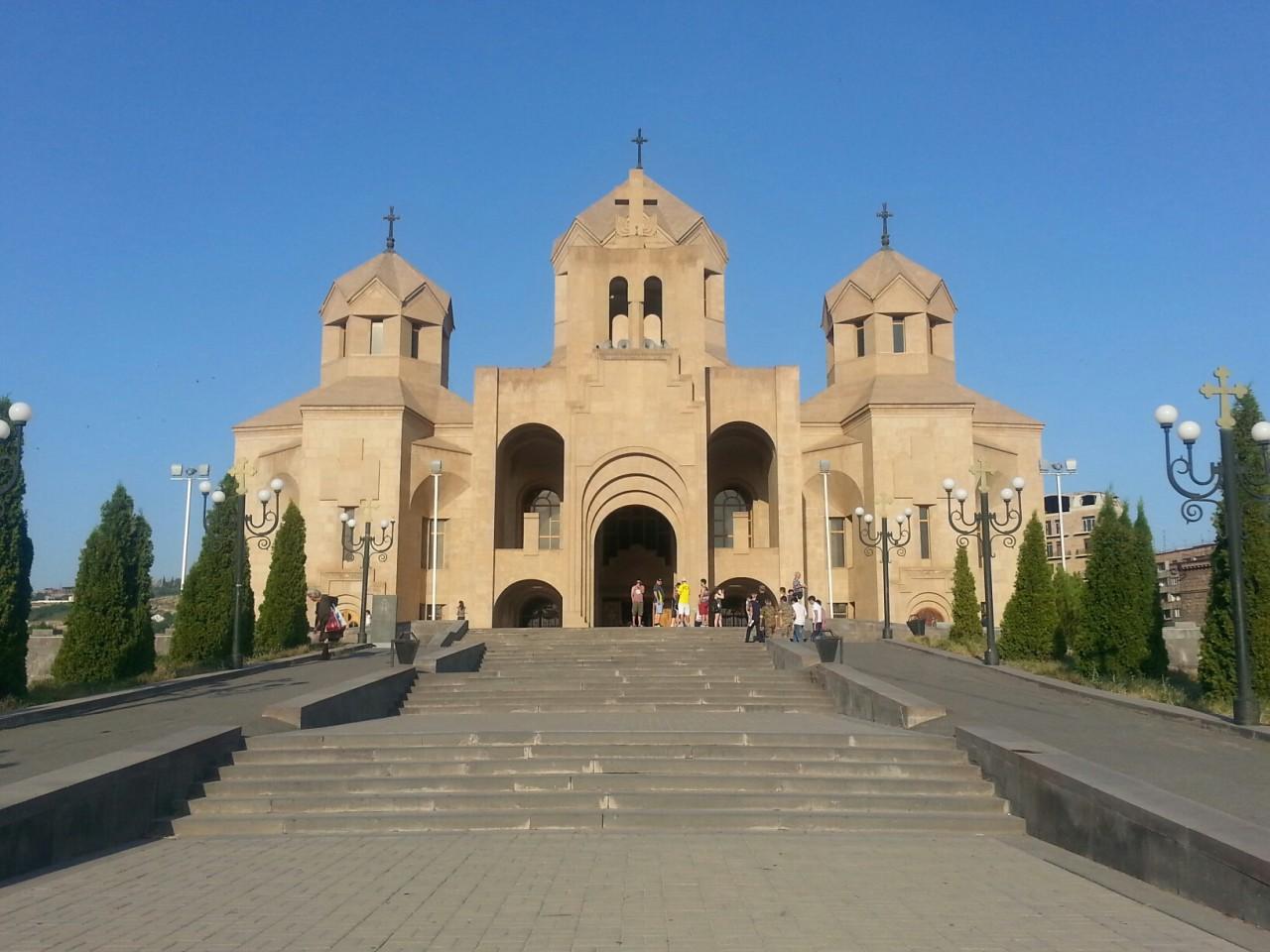 кафедральный собор в ереване паразиты