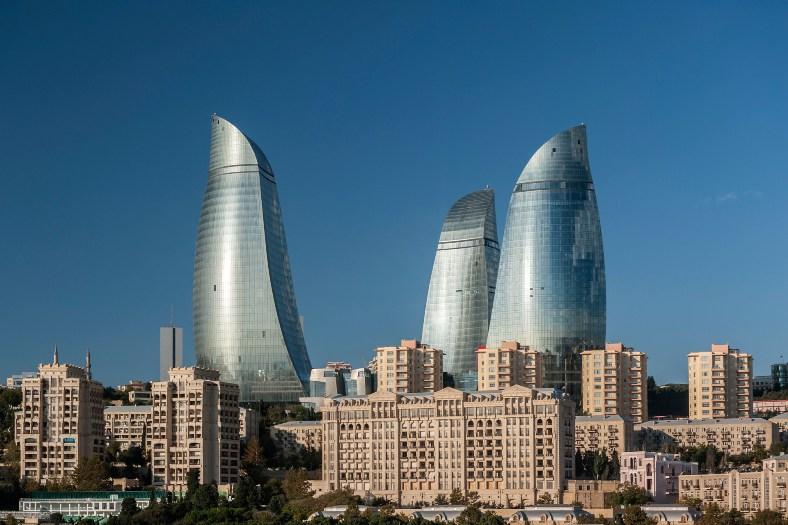 Вогняні вежі Баку