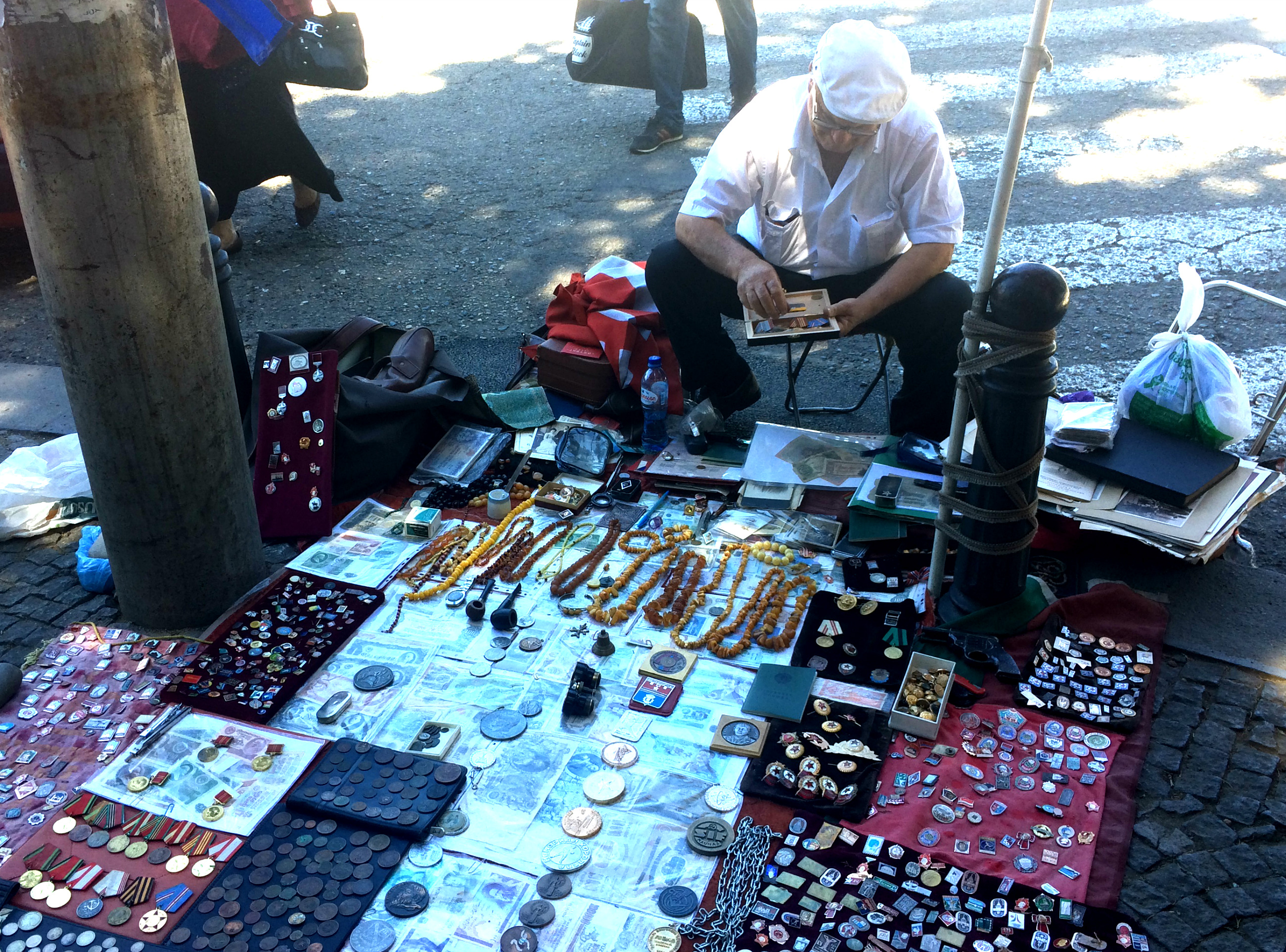 Блошинй ринок біля Сухого мосту