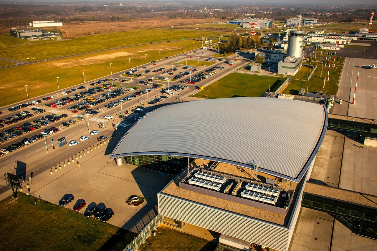 Парковка аеропорт Жешув