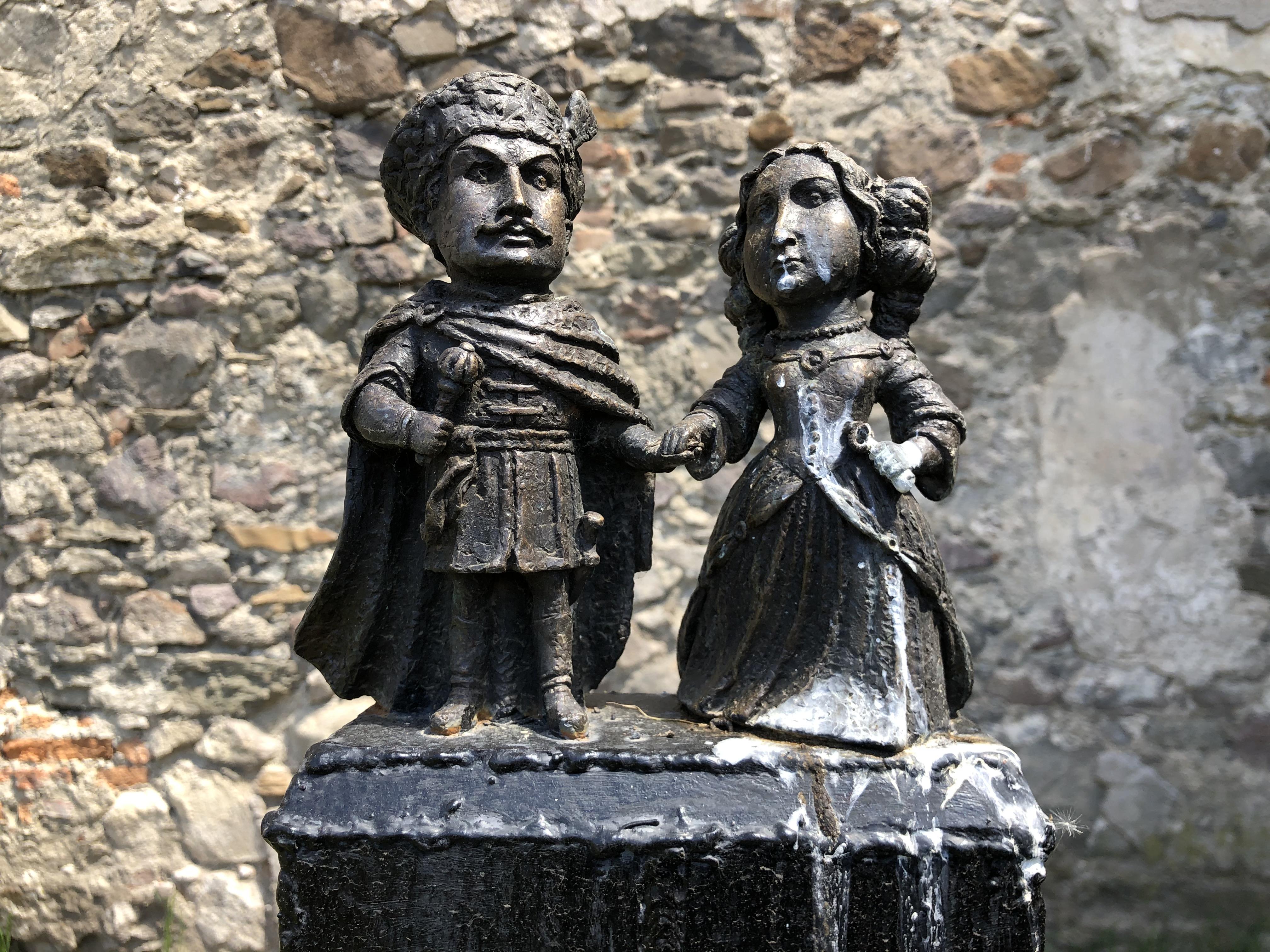 мііні скульптура ілона зріні та імре текелі