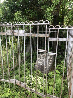 могила барона в березниках